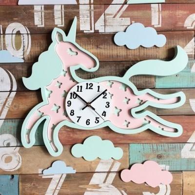 Настенные часы для детской Единорожек розовый