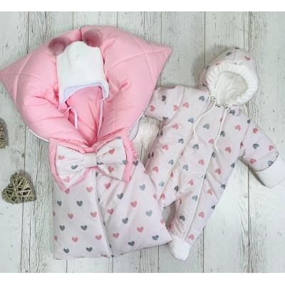 Комплект для новорождённой девочки Сердечки